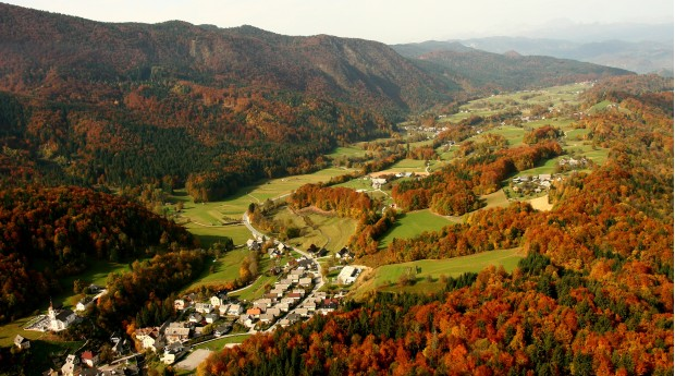 The Lipnica valley in autumn