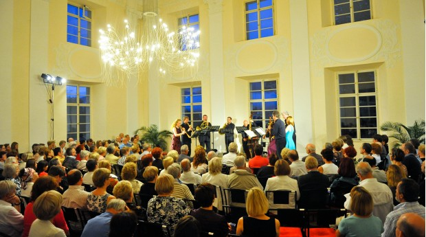 A concert of the Radovljica Festival in the Baroque Hall of the Radovljica Mansion