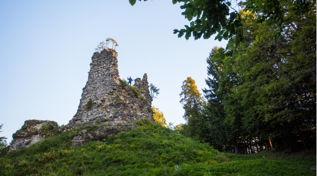 Lipnica Castle above the Lipnica valley