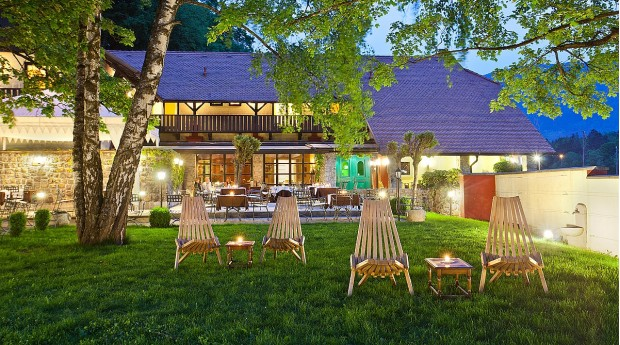 Vila Podvin, restaurant with a garden